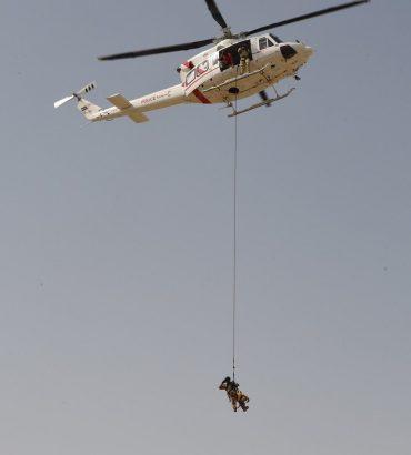 شرطة دبي توظّف الكلاب البوليسية للبحث عن المفقودين تحت الماء والإنزال الجوي